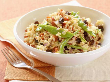 Reissalat mit Sultaninen und Walnusskernen