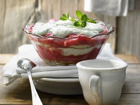 Rhabarber-Trifle mit Limettencreme