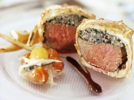 Rinderfilet mit Pilz-Teighülle dazu Portweinsoße