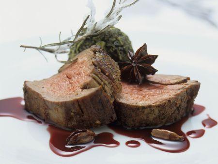 Rinderfilet mit Portweinsoße und Grünkohl