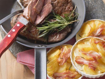 Rindersteak mit Bacon-Gratin