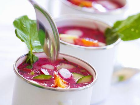 Rote-Bete-Suppe mit Ei auf polnische Art