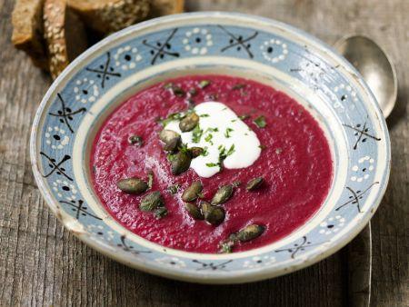 Rote-Bete-Suppe mit Kürbiskernen