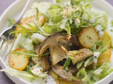 Salat aus Bratkartoffeln und Steinpilzen