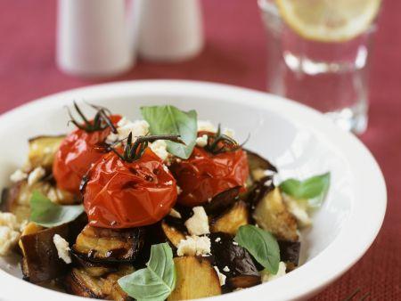 Salat aus gegrillten Auberginen, Tomaten und Feta