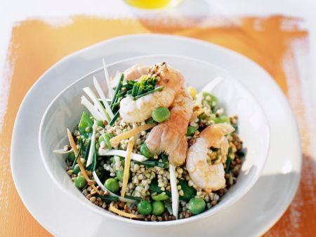 Salat mit Buchweizen, Erbsen und Langostinos