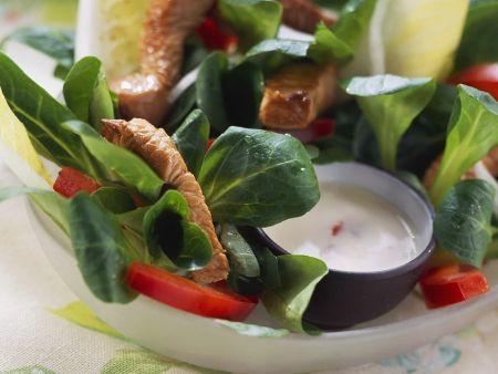 Salat mit Chicoree, Feldsalat und Putenstreifen