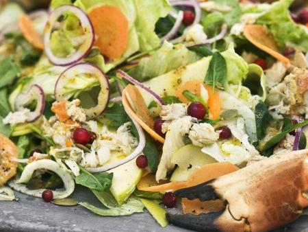 Rezept: Salat mit Krabben, Apfel, Karotte und Preiselbeeren