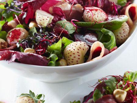 Salat mit Pineberries