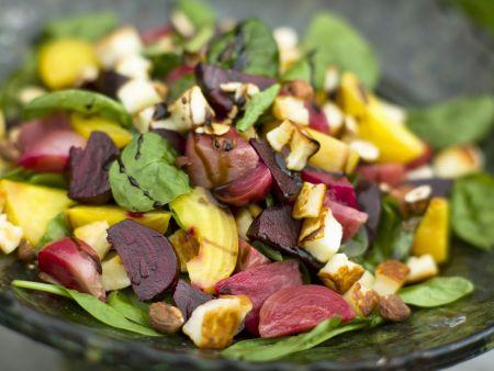 Salat mit Roter Bete und Halloumi