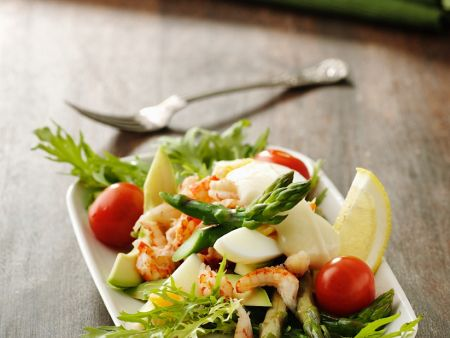 salat mit spargel flusskrebsen ei und avocado rezept eat smarter. Black Bedroom Furniture Sets. Home Design Ideas