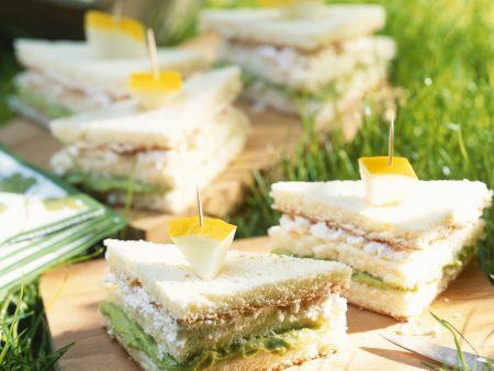 Sandwich mit Avocado und Frischkäse