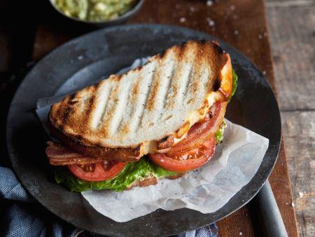 Sandwich mit Bacon, Lettuce (Salat) und Tomate