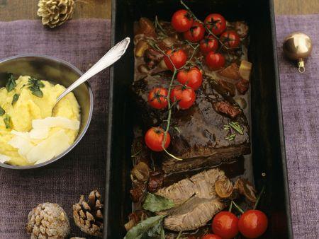 Schmorbraten mit Tomaten und Maisbrei (Polenta)