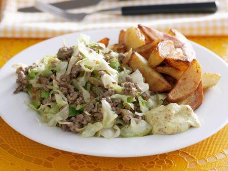 Rezept: Hackfleisch mit Kohlgemüse und Kartoffel-Wedges