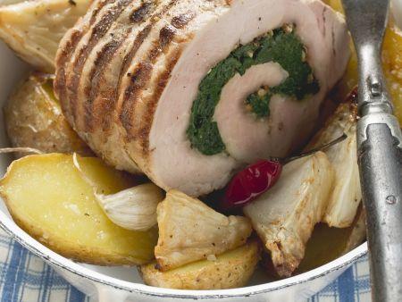 Schweinerollbraten mit Kartoffeln und Sellerie