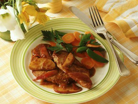 Schweineschnitzel mit Apfelsauce und Gemüse