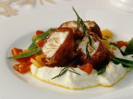 Seeteufel mit Schinkenwickel dazu Gemüse und Kartoffelbrei