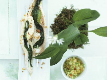 Seezungen-Bärlauch-Spieße mit Nüssen und Melonensoße