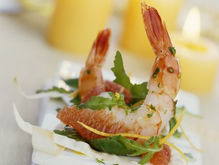 Shrimps mit Grapfruit und Teigstreifen