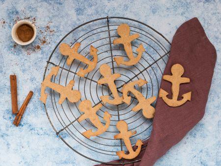 Kekse in Ankerform auf einem Kuchengitter