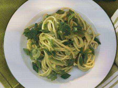 Spaghetti in Avocadosoße mit Limette und Koriander