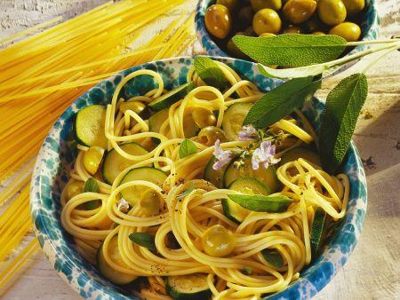 spaghetti mit zucchini rezept eat smarter. Black Bedroom Furniture Sets. Home Design Ideas