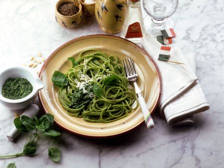 Spaghetti Verde mit Basilikumpesto
