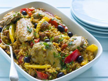 Spanische Reispfanne (Paella) mit Hähnchen und Gemüse