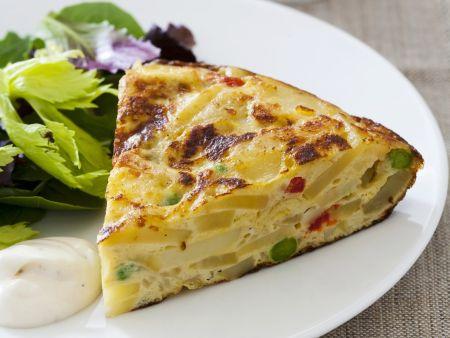 Spanisches Kartoffel-Omelett mit grünem Salat