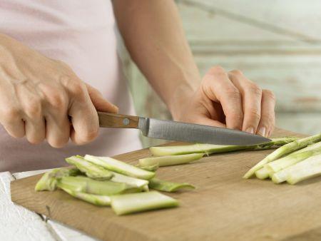 Spargel-Pasta mit Bündner Fleisch: Zubereitungsschritt 1