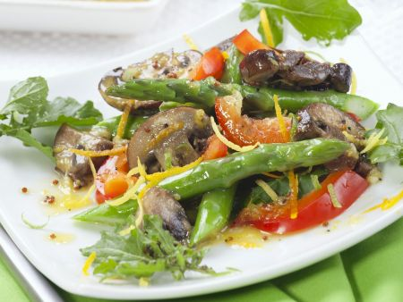 Spargel-Pilz-Salat mit Senf-Orangen-Vinaigrette