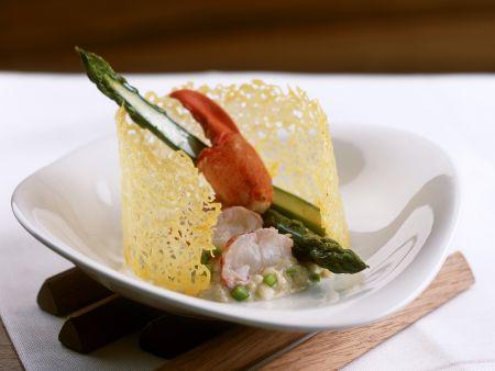 Spargelrisotto mit Hummerfleisch und Parmesanchip