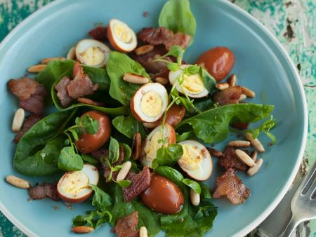 Spinatsalat mit Speck und Ei