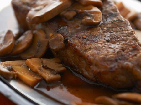 Steak mit Champignonsauce