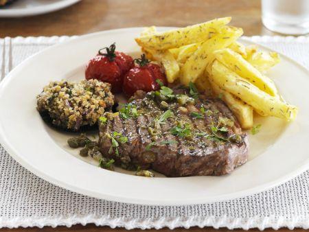 Steak mit Kapern, Gewürzgurken und Pommes frites