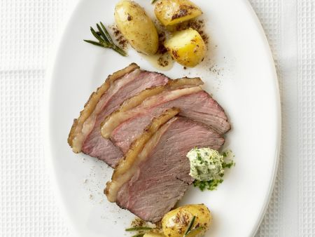 Steak mit würzigen Kartoffeln und Kräuterbutter