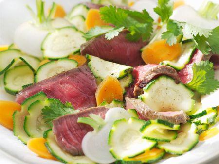 Steak-Streifen mit Gemüsesalat