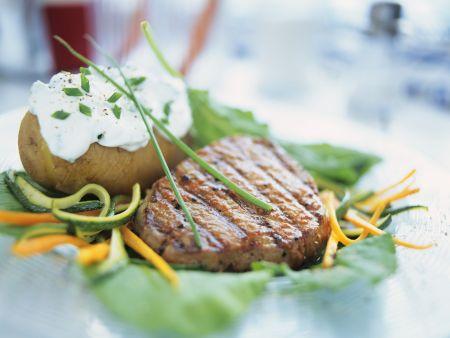 steak und backkkartoffel mit kr uterquark rezept eat smarter. Black Bedroom Furniture Sets. Home Design Ideas