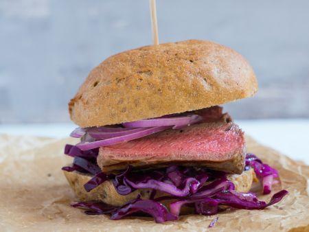 Steakburger mit Rotkohl