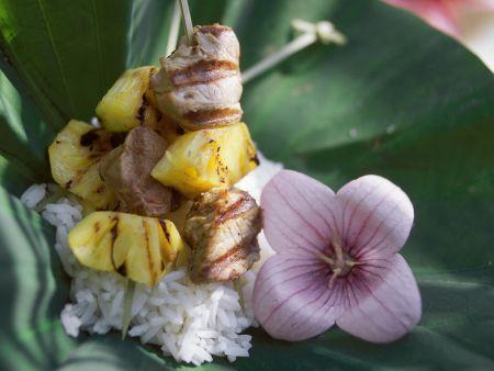 Südseespieße mit Ananas und Lamm dazu Reis