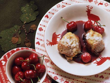 Süßer Brotauflauf auf österreichische Art mit Kirschen