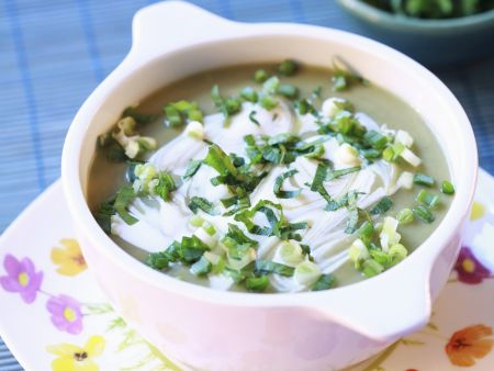 Suppe aus Sauerklee