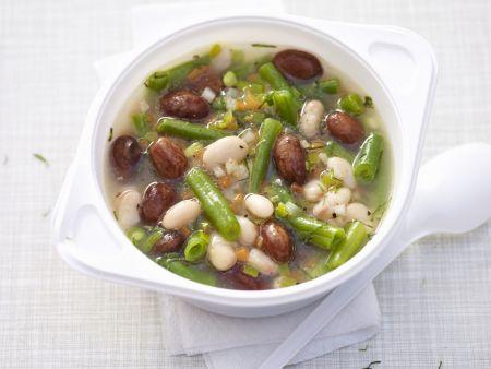 Suppe mit verschiedenen Bohnen