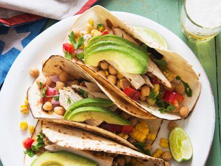 Tacoschalen mit Hähnchen und Avocado