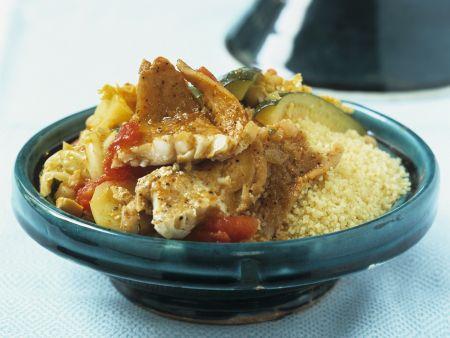 Tajine mit Couscous, Gemüse und Fisch