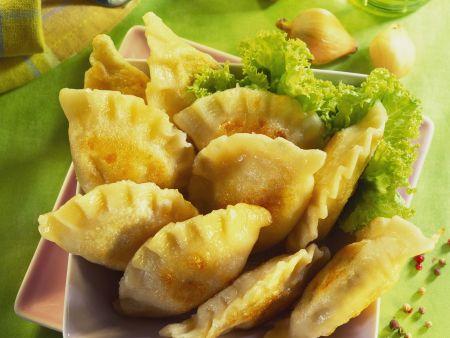 Teigtaschen mit Käse-Kartoffel-Füllung (Pierogi)