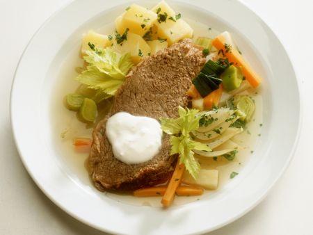 Tellerfleisch mit Bouillonkartoffeln und Meerrettichsoße
