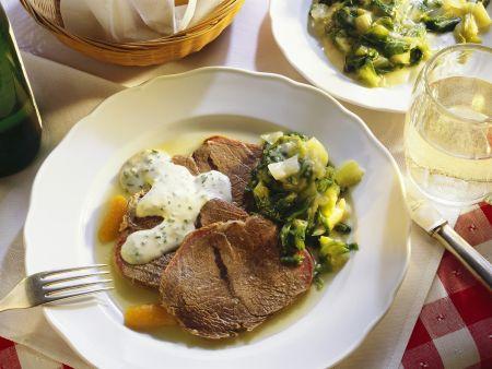 Tellerfleisch nach Wiener Art mit gekochtem Salat