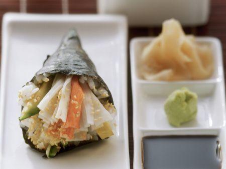Temaki mit Krabbenfleisch und Avocado